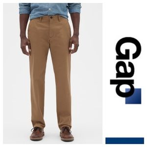 Khakis in Straight Fit by Gap. Size 31  x 30